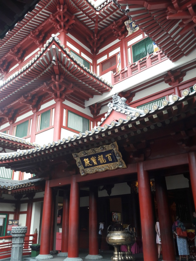 buddha tooth relic temple singapore, buddhist temple singapore, travel blog, cabin crew blog, flight attendant blog